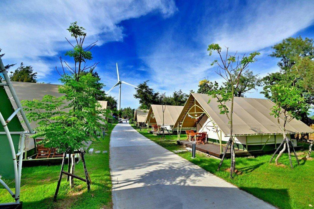 《向海那漾》是台灣第一座的海濱豪華露營區,位於台中市大安濱海樂園的休閒渡假勝地,...