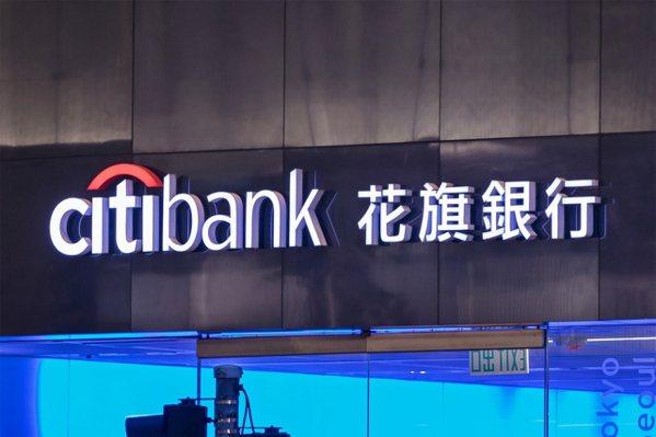 花旗一直到2017年才發行第一張悠遊信用卡,落後了11年的時間,銀行界人士觀察:...