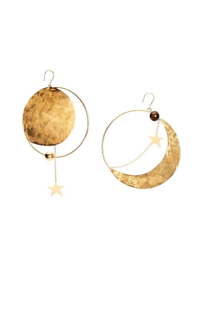 金色造型大號耳環,18,000元。圖/LOEWE提供