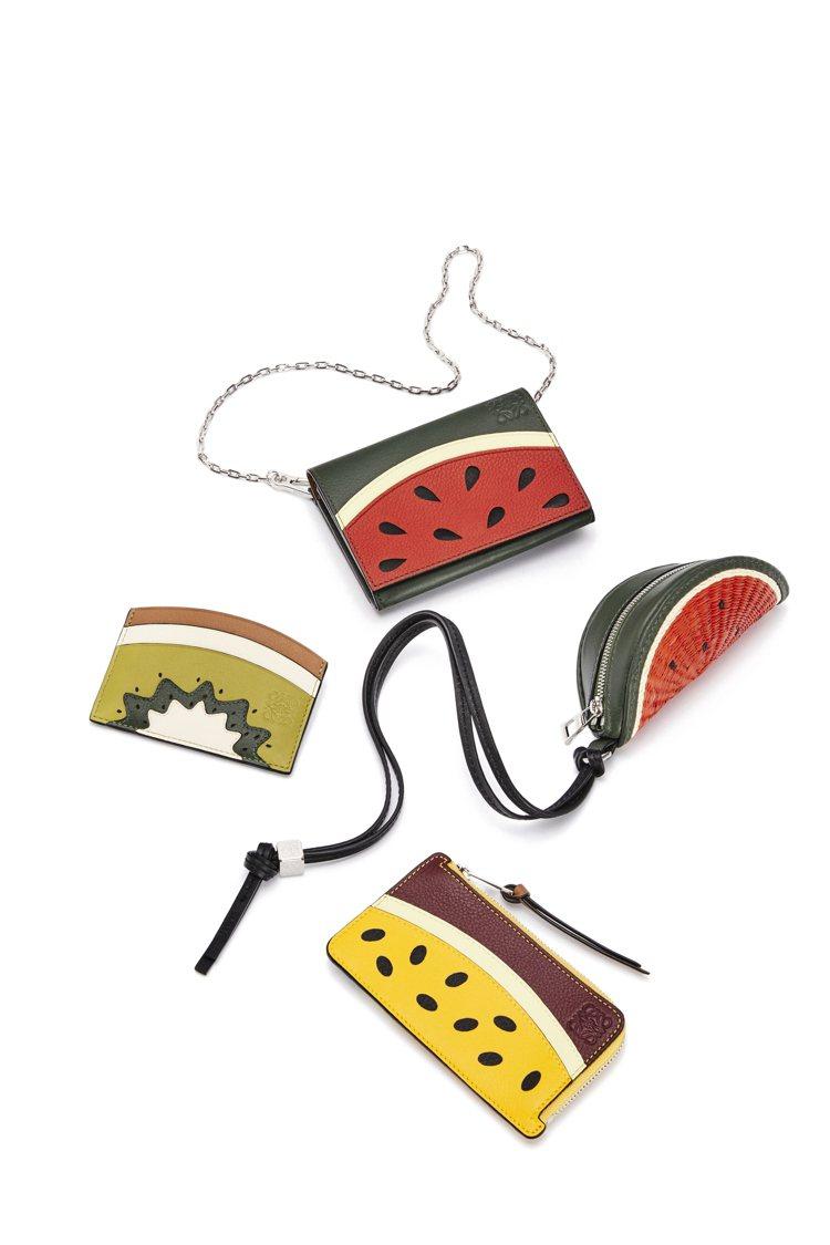 西瓜、奇異果、百香果等造型包款,預計在6月上市。圖/LOEWE提供