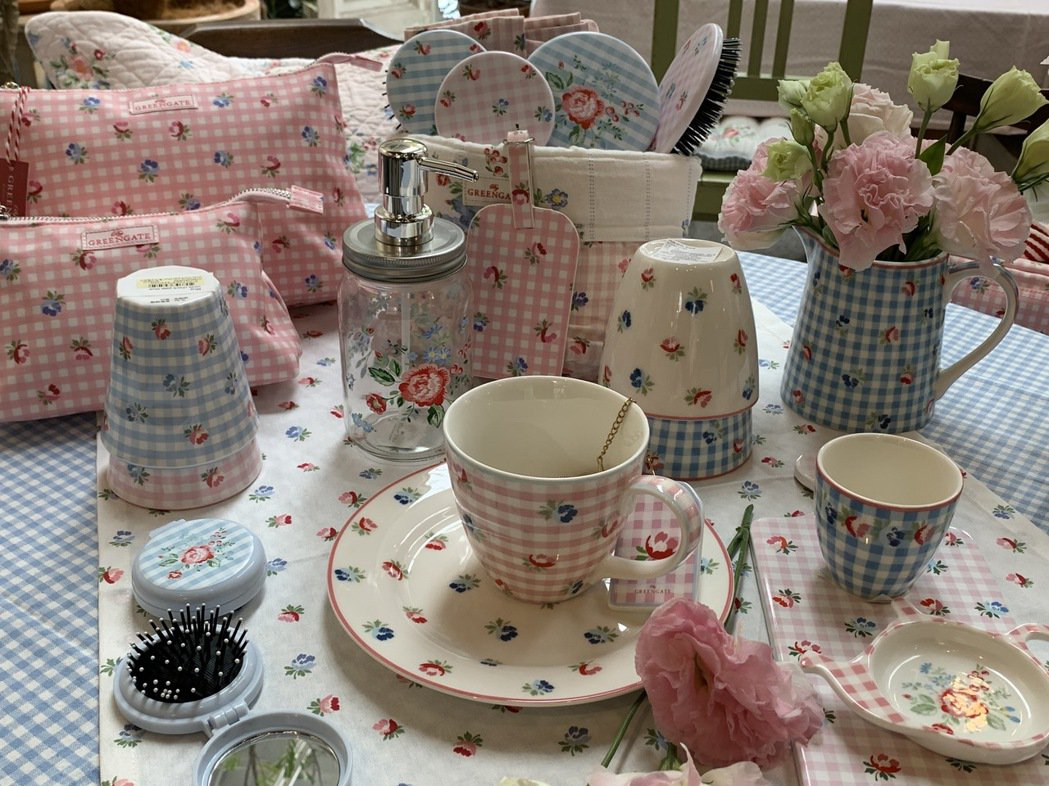 選擇一條鄉村風的桌布或茶巾,搭配精美的餐瓷,就可輕鬆打造北歐風格居家氛圍。圖/仝...