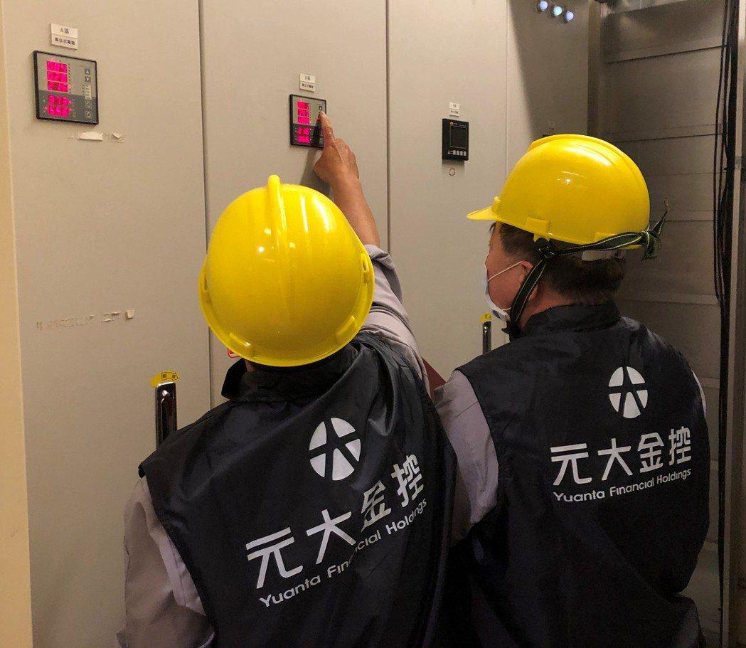元大金控導入「iEN智慧節能服務-大樓節能系統」,有效掌握連續型用電耗能數據。(...