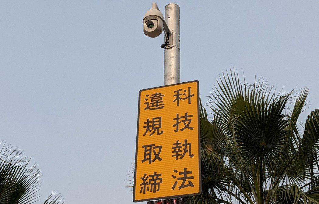 「自動辨識違規停車科技執法」設備,自3月8日啟用至今,屏東火車站取締件數,從每天...