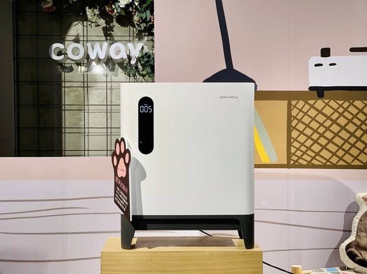 Coway推出專為有寵物的家庭及25坪大空間設計的空氣清淨機。記者黃筱晴/攝影