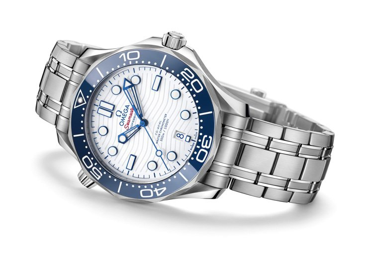 OMEGA 海馬潛水300米東京2020腕表,價格店洽。圖 / OMEGA提供。