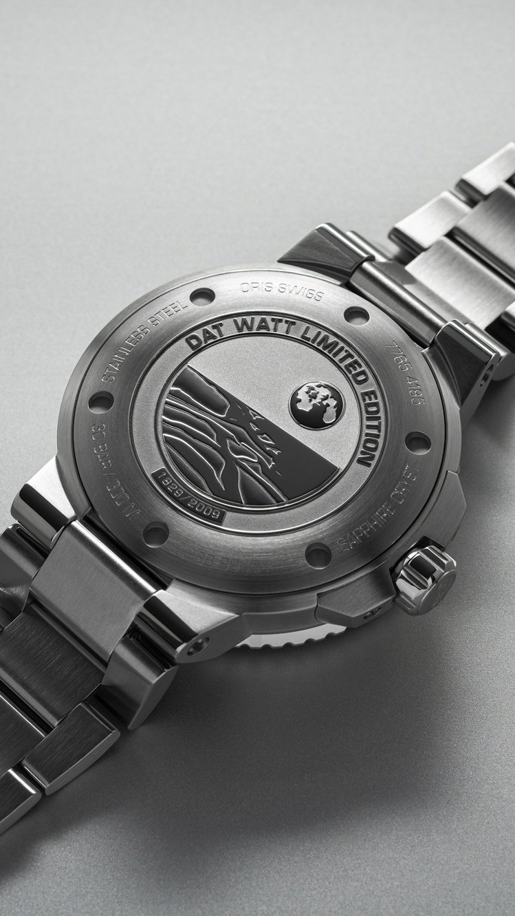 Dat Watt限量腕表底蓋刻有地球、潮間帶,以及限量2009的字樣。圖 / O...