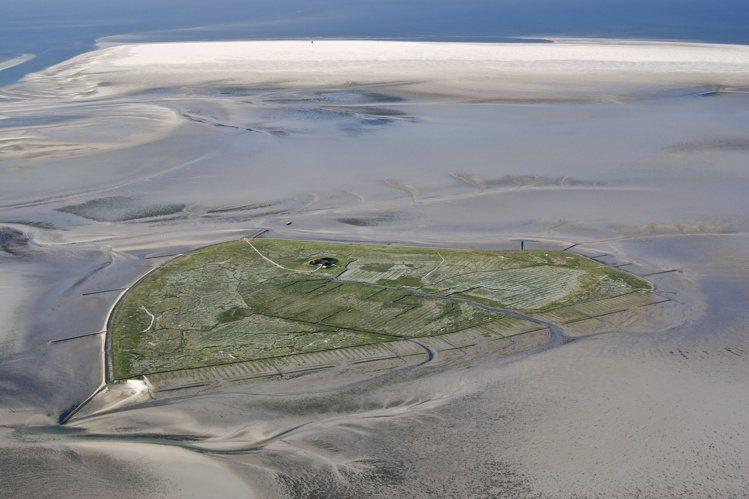 瓦登海潮間帶以豐富的自然生態,並在2009年被聯合國教科文組織登錄為世界文化遺產...