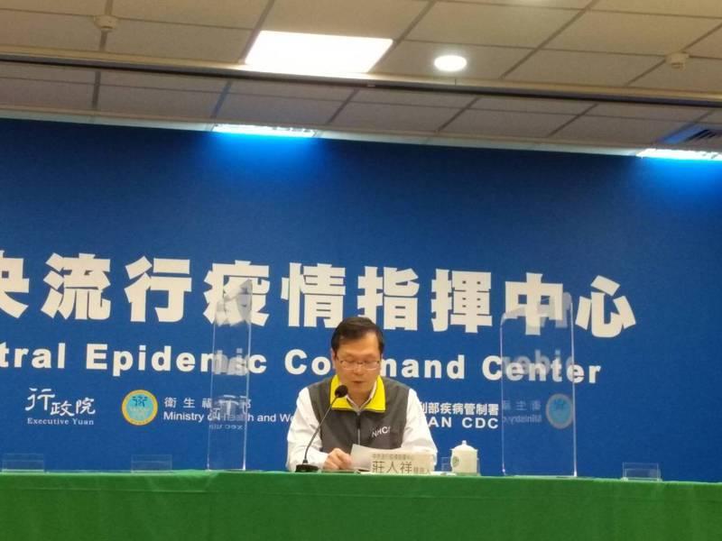 中央流行疫情指揮中心發言人莊人祥指揮中心也21日起開放給自費疫苗接種,預約則是自19日、即下周一的早上10時以後,有出國必要的民眾可以開始預約。記者陳碧珠/攝影