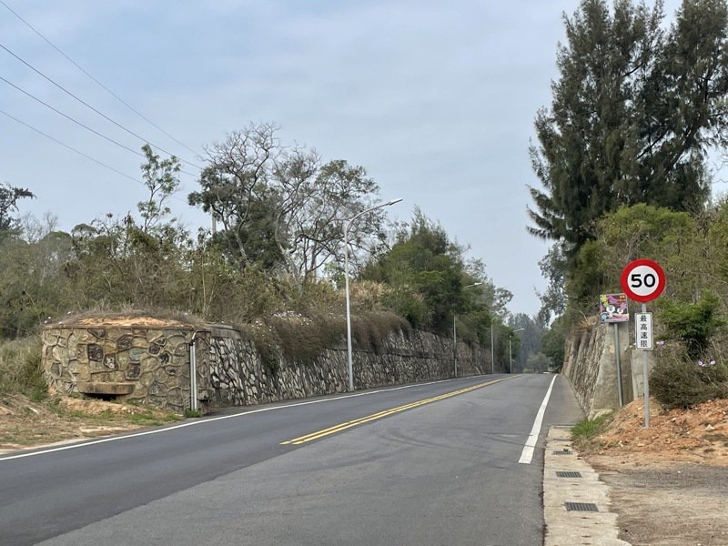 環島北路二段后盤山路段,將從明日起原速限60公里調降至50公里。圖/金門縣觀光處提供