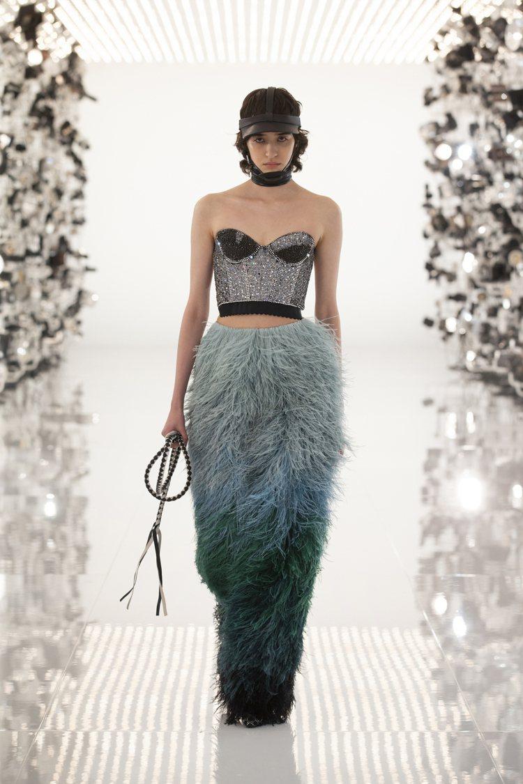 馬術元素的馬鞭、皮革束帶或馬球帽都是「時尚詠嘆調」的設計靈感。圖/GUCCI提供