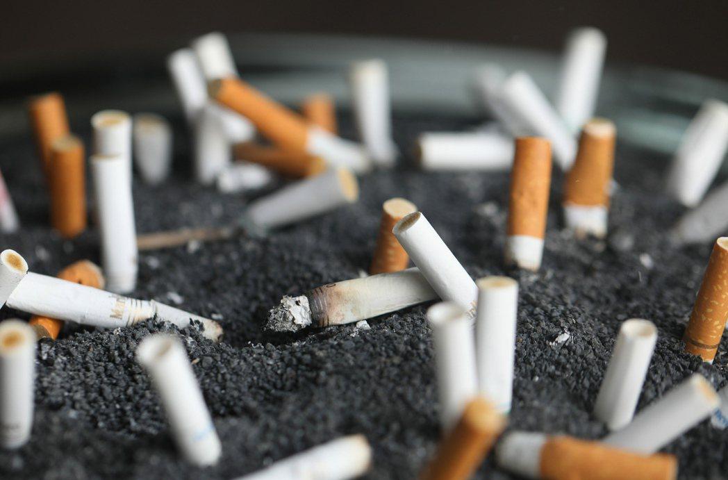 紐西蘭政府15日發布一系列旨在禁止下一代抽菸的提案,往2025年成為無菸國的目標...