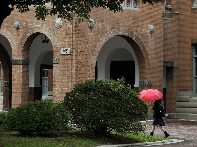 部分大學今年開始「試水溫」,陸續開闢新住民學、碩、博士班獨招管道,但台大、陽明交大等頂大未參加。圖/聯合報系資料照片