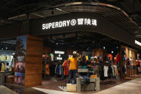 Superdry新訂價便宜4成搶市 甩開過氣印象重返台灣