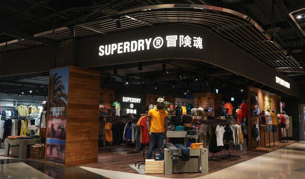 SUPERDRY重返台灣的首店,已於4月8日在桃園大江購物中心開幕。圖/星裕國際...