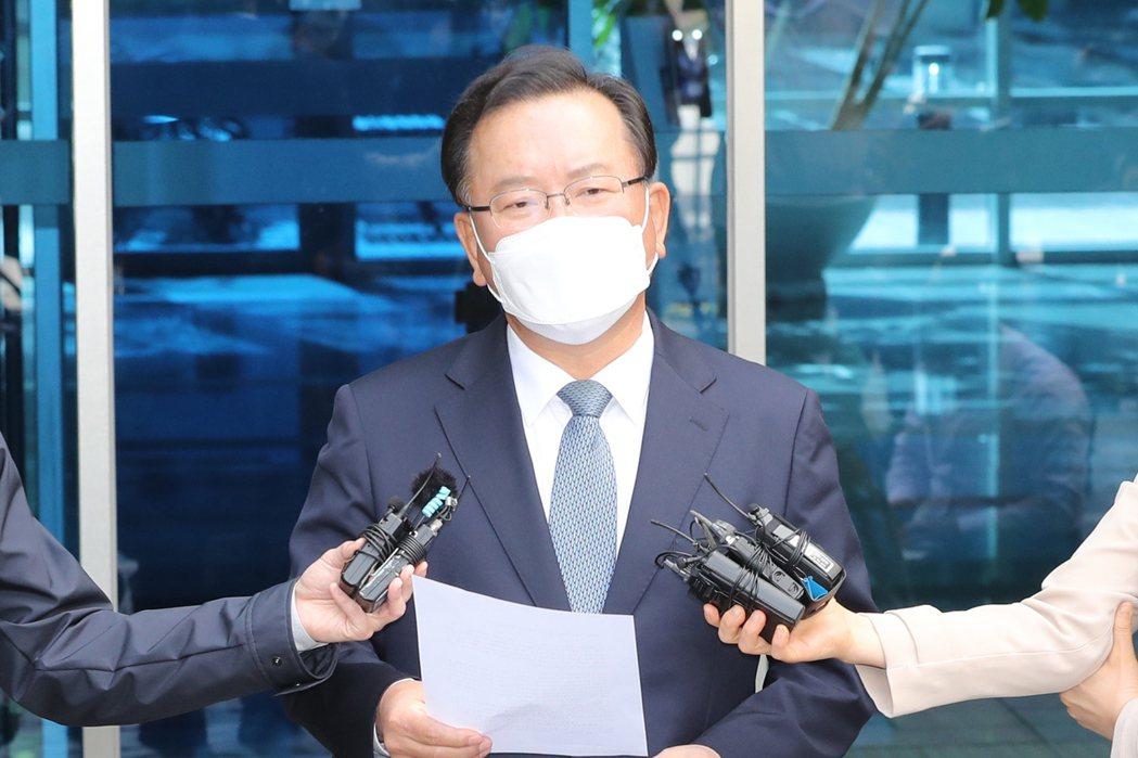 南韓青瓦台總統秘書室室長俞英民16日在記者會表示,總統文在寅提名前國會議員、前行...