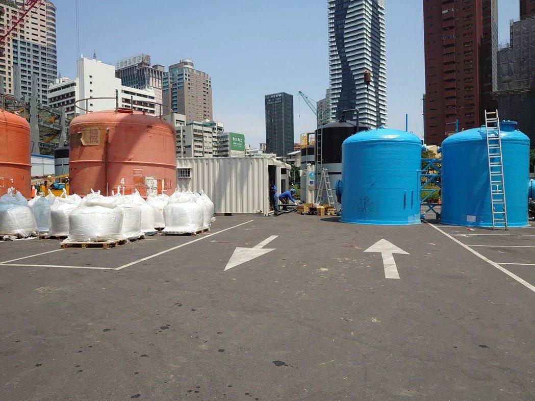 台水公司積極運用優質建築工地地下水以挹注民生用水需求,圖中設備為快濾桶。 圖/台...