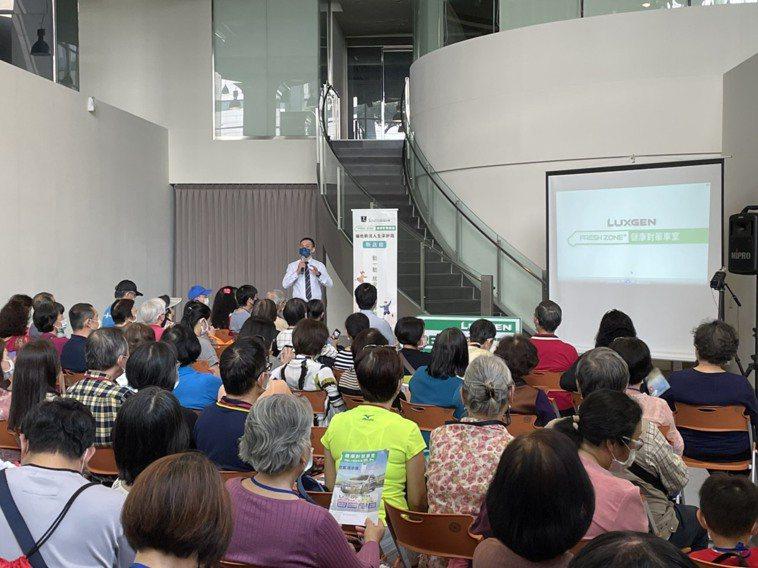 「健康對策」講座,每場都吸引許多關心健康的聽眾。圖/陳郁菁