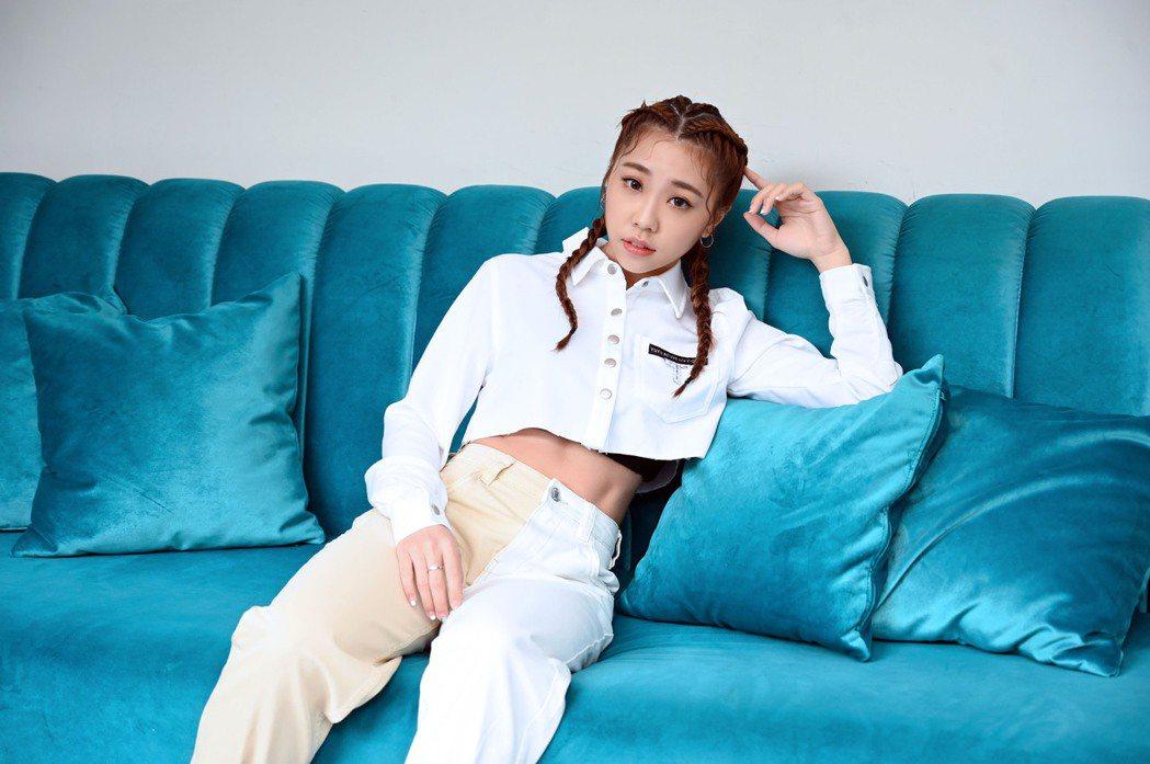 艾薇推出首張個人專輯「I」,受疫情影響已10個月未見馬來西亞家人與男友。圖/環球