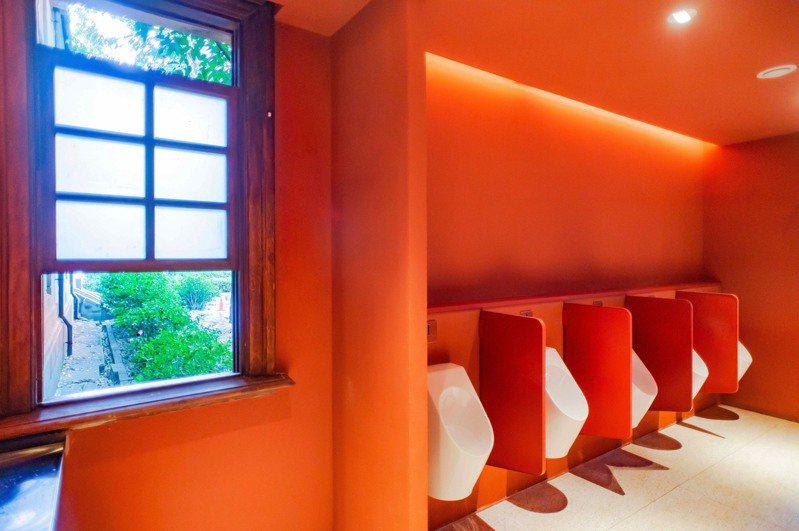 新竹市政府3項公共建築「動物園視覺」、「州廳廁所改建工程」與「玻璃工坊再生」拿下2021德國iF設計獎(iF Design Award)。圖/新竹市政府提供