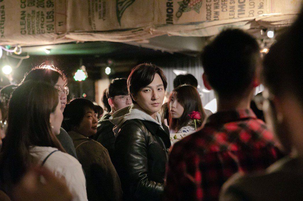 楊奇煜擔任棉花糖新歌「我們來拍張照」MV男主角,勾起粉絲回憶殺。圖/環球音樂提供