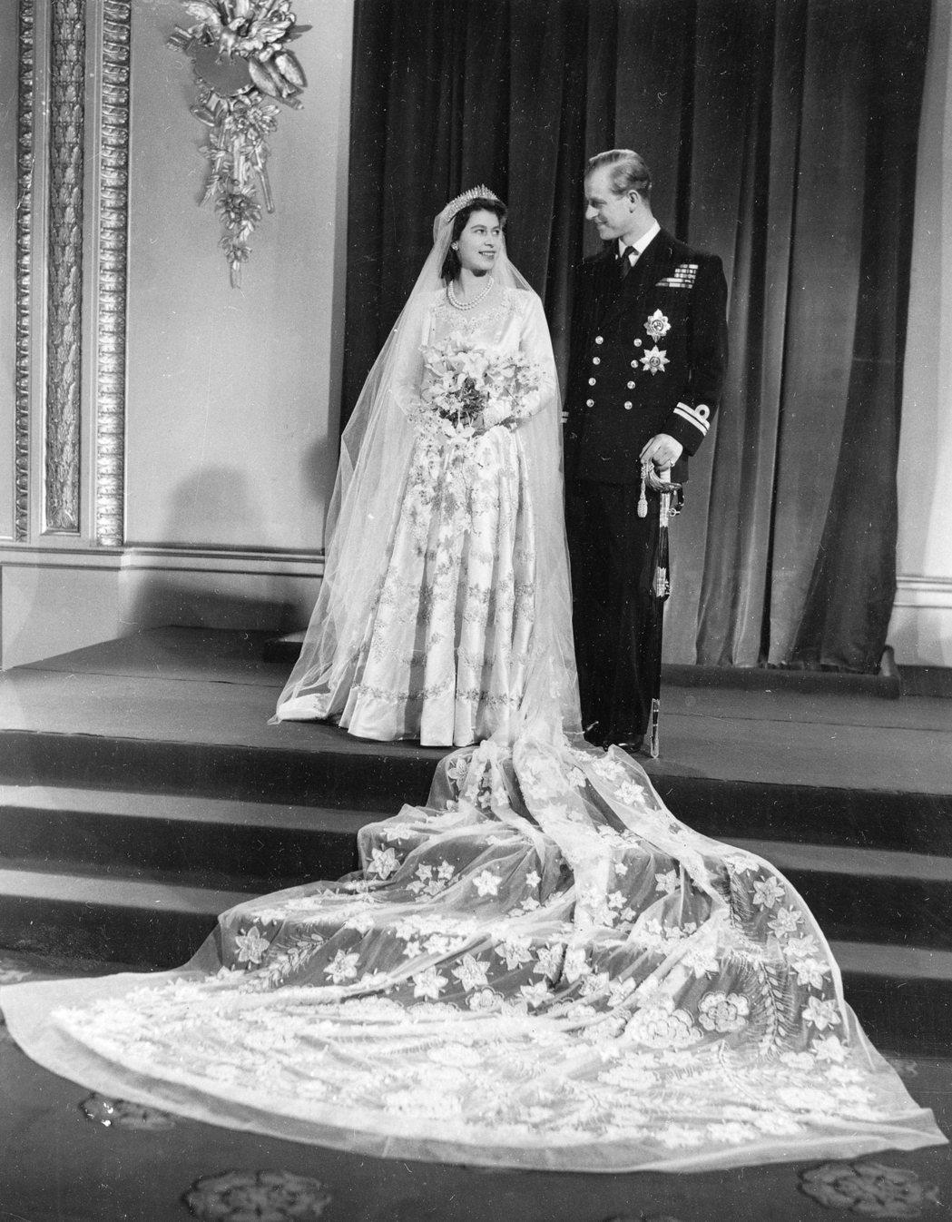 菲立普與伊麗莎白1947年的結婚照。美聯社