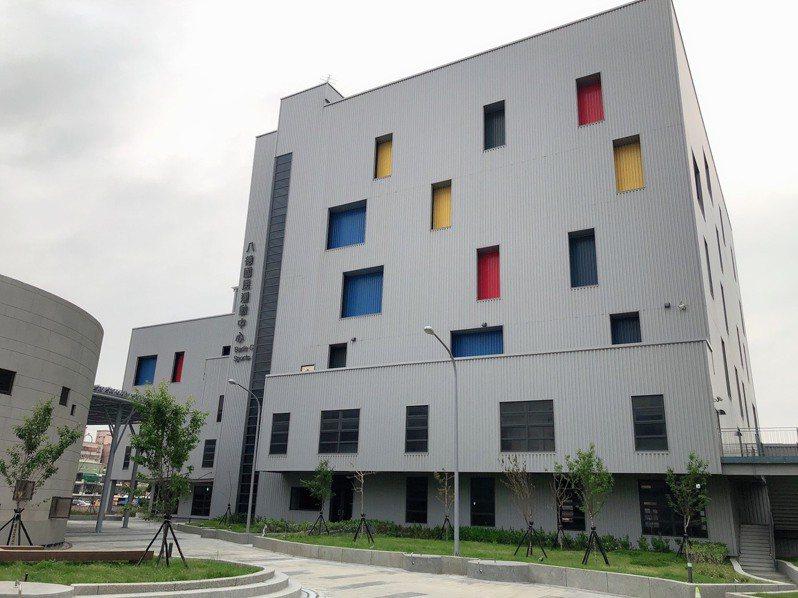 八德國民運動中心今年初完工,目前正在進行驗收,市府體育局預計9月前營運。記者陳夢茹/攝影