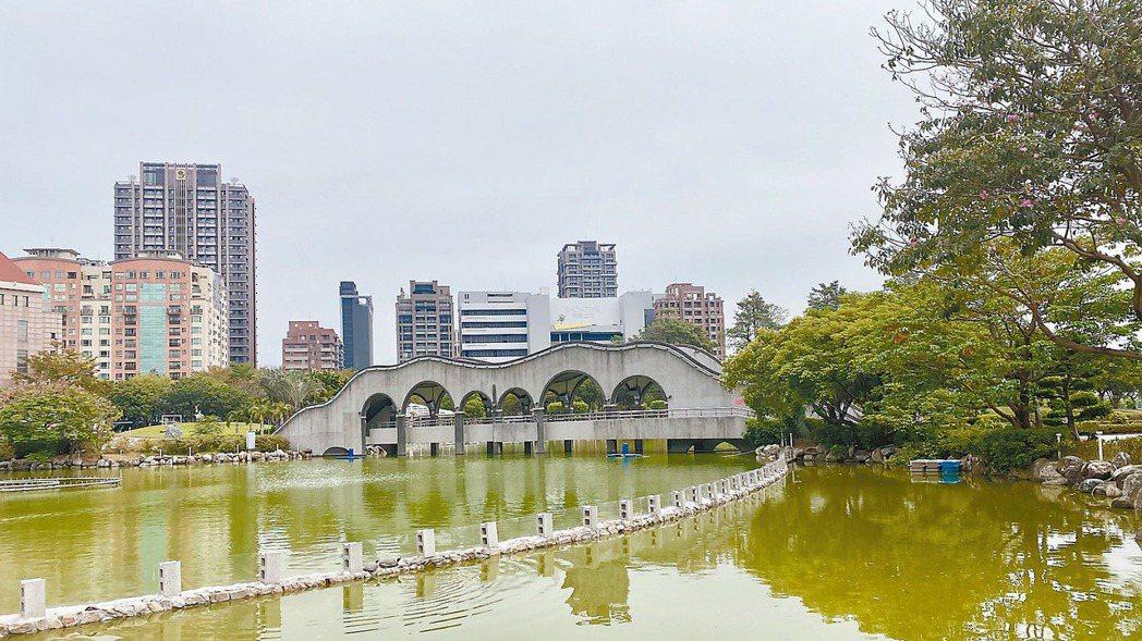 台中八期重劃區內有豐樂雕塑、南苑與豐富三大公園合計逾3.6萬坪綠地,加上大型百貨...