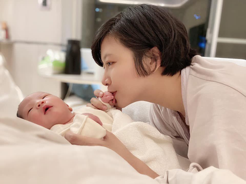 徐麗雯與女兒小海葵。圖/客家台提供
