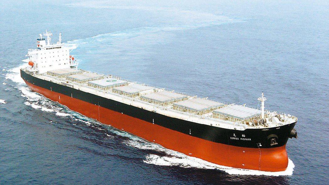 波羅的海乾散裝綜合指數(BDI)半個月以來天天漲。圖為裕民航運旗下散裝船。(本報...