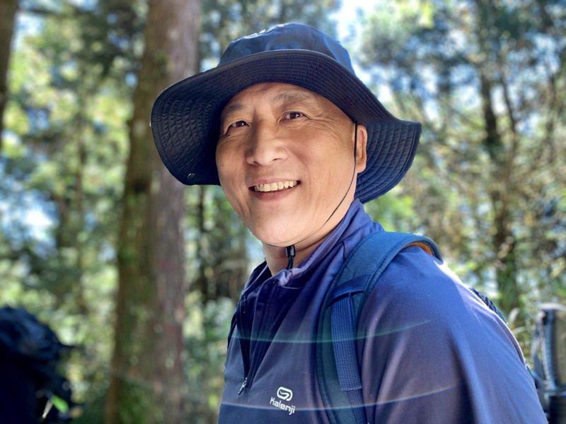 五十五歲的魏志達,一年內考取高考、地特雙榜。圖/魏志達提供