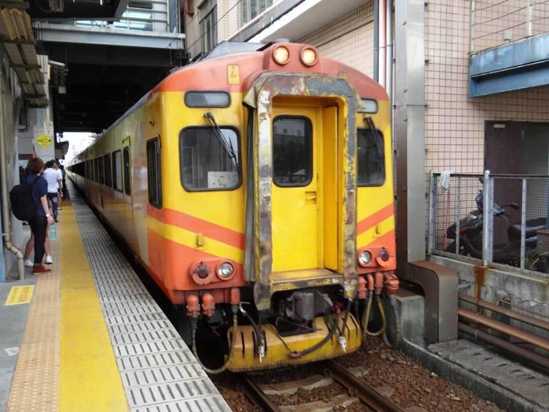 109次基隆開往彰化的EMU300型自強號,傳出在新竹站和香山站兩度故障。示意圖。圖/台鐵局提供