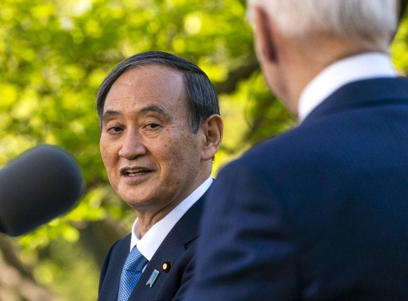 日本首相菅義偉(左)今天向國會報告訪美過程時說,這是明確表達日本一貫立場。 圖/歐新社