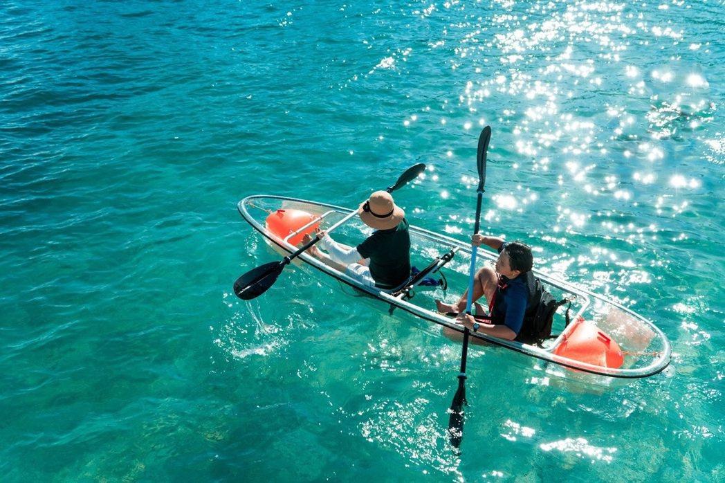 徜徉在清透見底的海面上,輕鬆欣賞繽紛多姿的海底珊瑚礁與熱帶魚群。 KLOOK /...