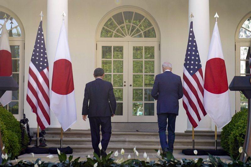 美國總統拜登(Joe Biden)今天在華府與到訪的日本首相菅義偉舉行峰會,兩國領袖誓言堅定聯手抗衡中國,並加強因應氣候變遷及5G通訊方面等領域合作。 美聯社