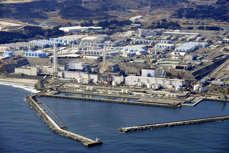 日本政府宣布2年後將福島核電廠廢水排放入海。 美聯社