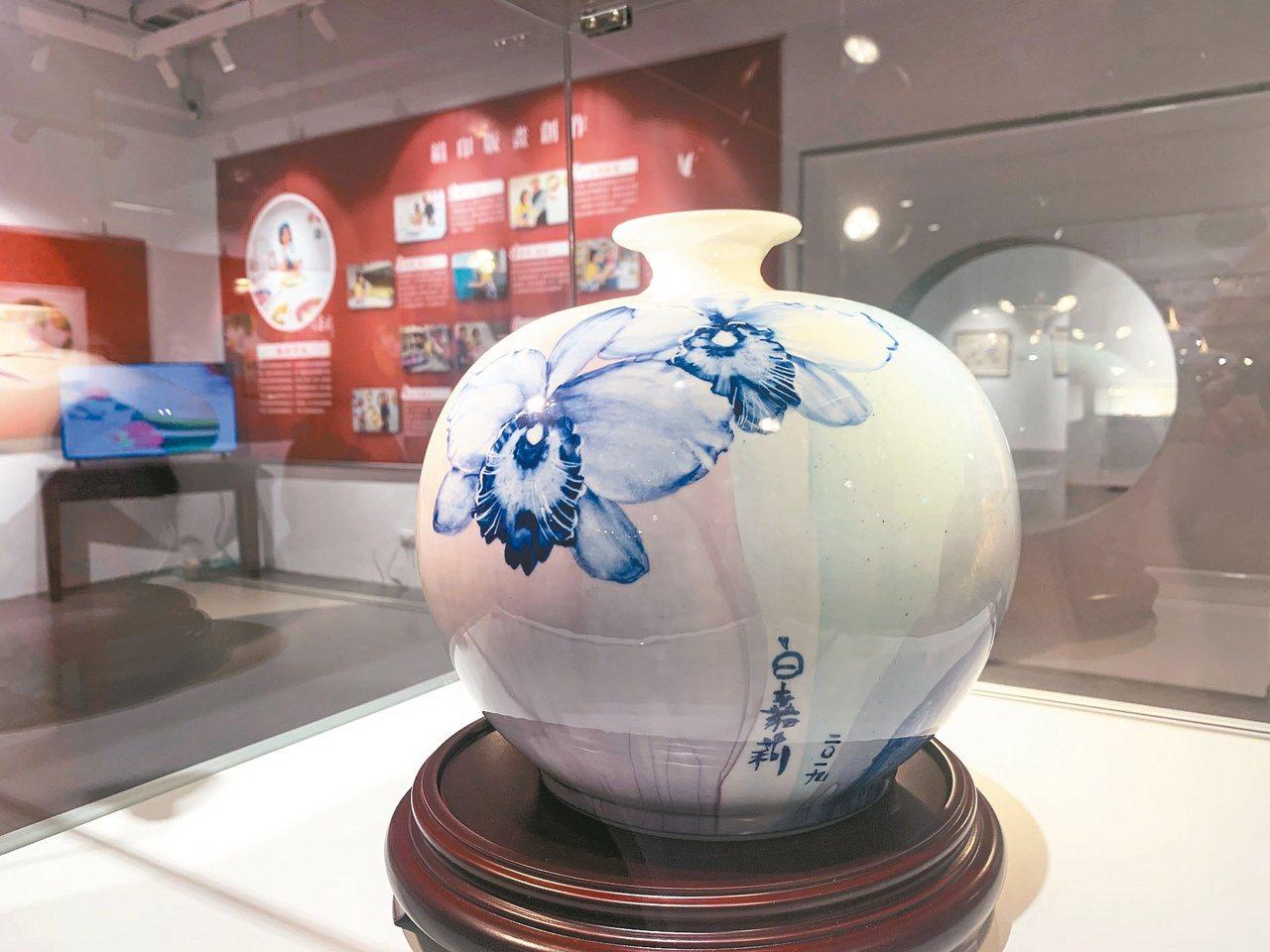 白嘉莉40多年來的創作,包括瓷畫、水彩和版畫。本報資料照片