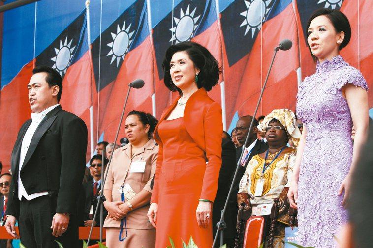 白嘉莉(中)曾在國慶大會慶典領唱國歌。本報資料照片