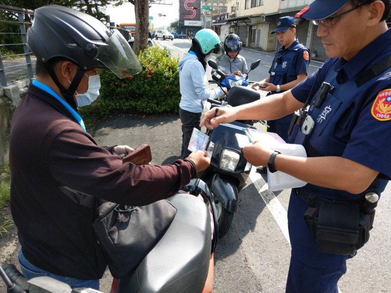 警方取締交通違規多爭議,裁處單位舉證不足而遭撤單已成常態。記者邵心杰/翻攝
