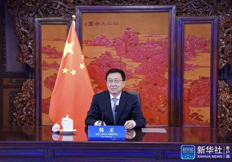 中共中央政治局常委、國務院副總理韓正16日在北京通過視頻方式,會見柯瑞。圖源:新華網
