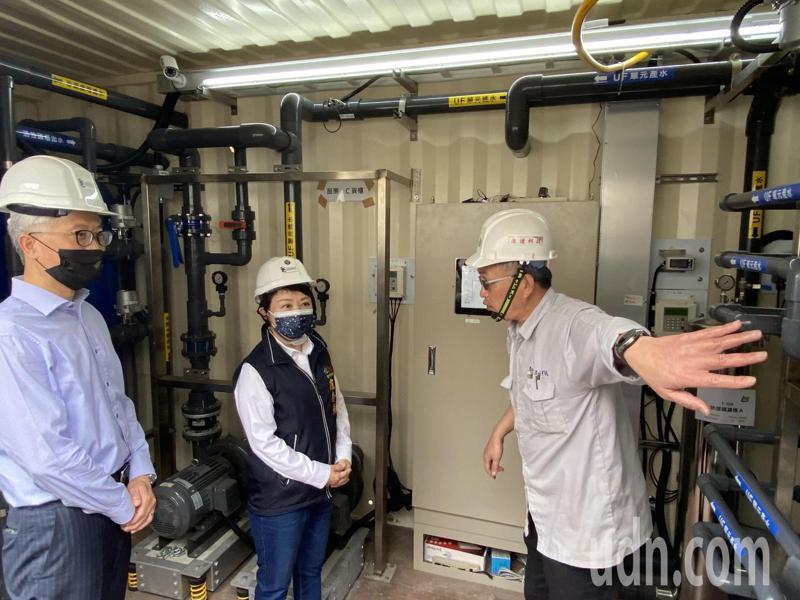 台中市長盧秀燕今天視察「勤美之森」工地,並要求台水嚴格把關水質,確保水質潔淨與安全。記者趙容萱/攝影