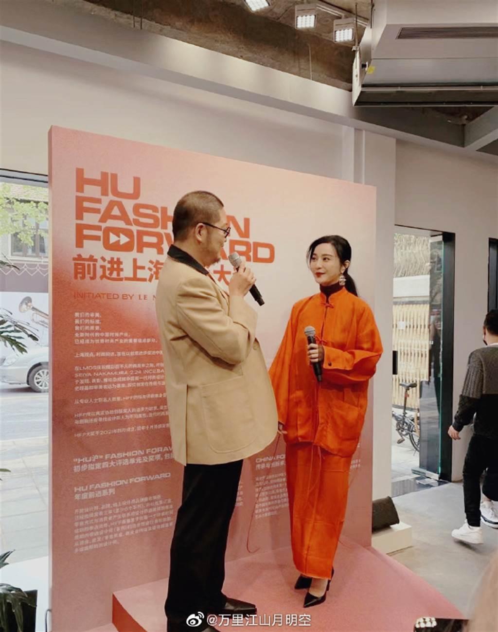 范冰冰(右)出席時尚活動,發皺服裝不如過去時尚華麗,引發討論。圖/摘自微博