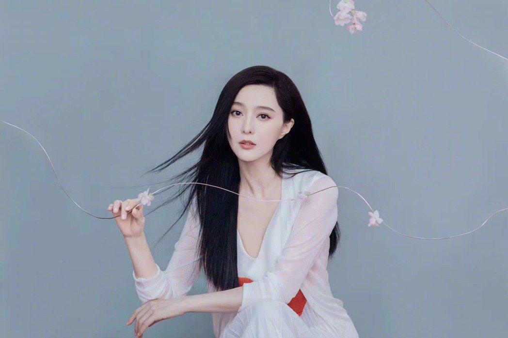 范冰冰以往造型時尚,受封「時尚女王」。圖/摘自微博