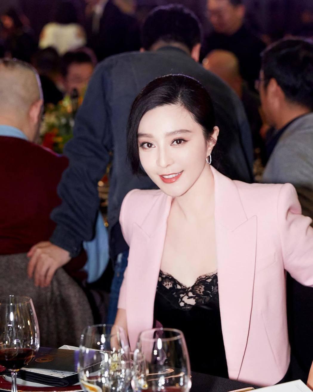 范冰冰以往造型時尚,受封「時尚女王」。圖/摘自IG