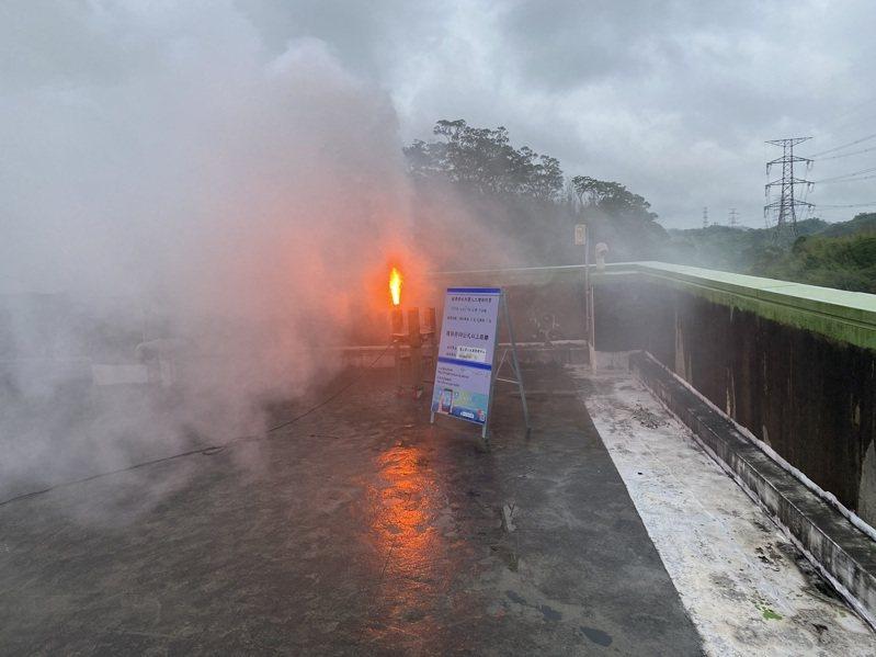 寶二水庫在17日上午燃放人工增雨焰劑,可望讓降雨天氣持續。圖/北水局提供