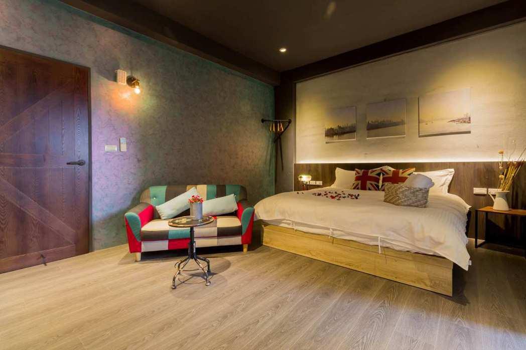 「布克伍旅店」以工業風為設計主軸,新潮明亮的氣氛,是不少年輕情侶的住宿首選。圖/...