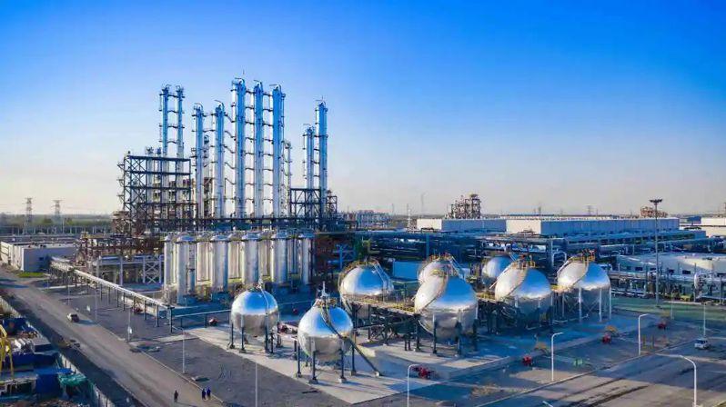 矽料生產企業往往選擇電費較低地區,如新疆、雲南、內蒙等,因為這些地方有大量火電、水電及光伏能源。圖源:環球網