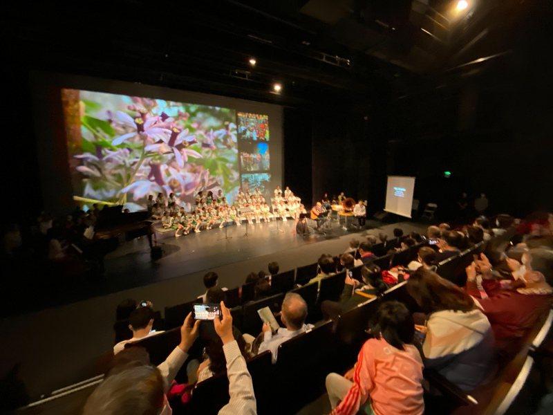 台南社大台江分校昨晚在台江文化中心舉辦《望台江》為台灣作曲寫歌音樂會,吸引滿場民眾聆賞。圖/台南社大台江分校提供