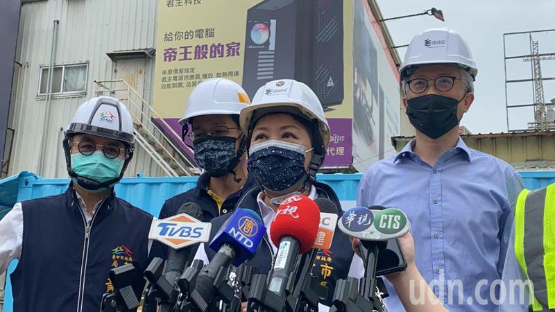 台中市長盧秀燕今天上午9時,視察台中「勤美之森」建案工地地下水納入自來水管網進度。記者趙容萱/攝影