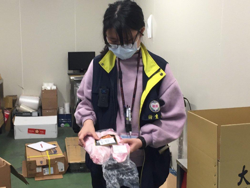 桃園市衛生局統計,自1月1日起桃園有5件美豬,皆未檢出萊劑,圖為抽驗示意圖。圖/...