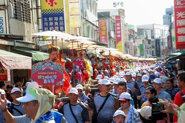 每年農曆4月12為金門浯島城隍遷治遶境巡安的日子,也是金門最大的宗教慶典民俗活動,傳承迄今已341年,深具文化意義。圖/縣府提供